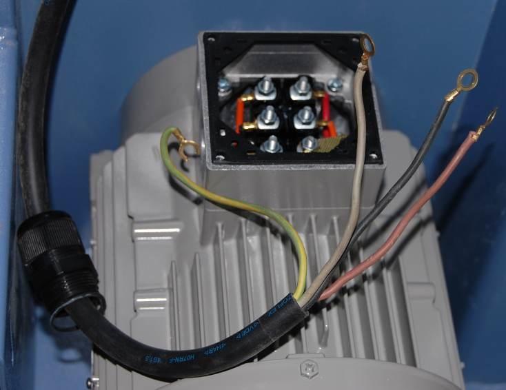 Motor- und Schutzschaltermontage (mit Bildern)